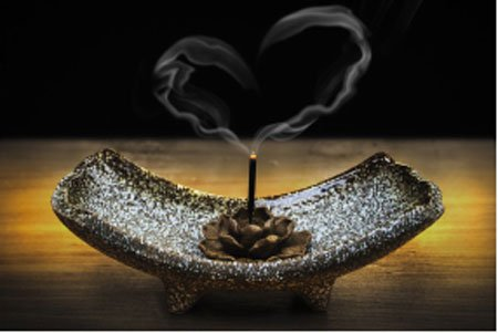 HERE'S HOW TO DO SAGE SMUDGING